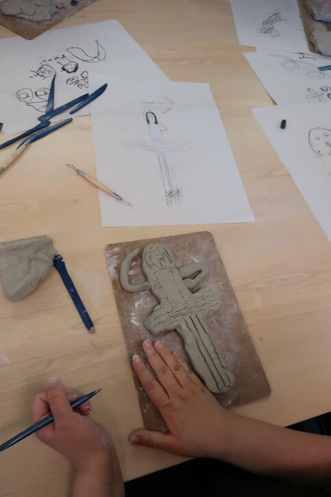 From 2D drawing to sculptural relief