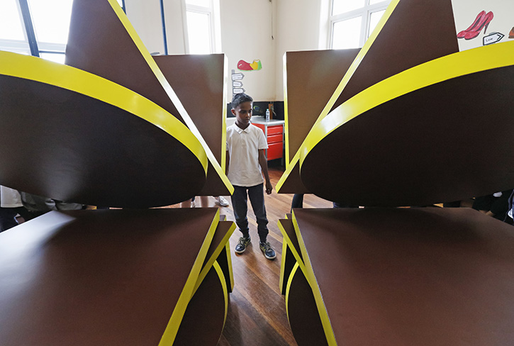 A student from Pinders Primary School, Wakefield, explores Phillip King's 'Point X', 2018