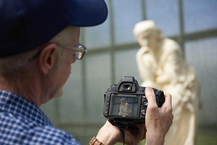 Volunteer Photographer Gordon Baird photographs public sculpture in Glasgow
