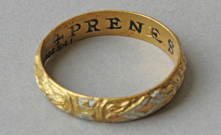 Gold posy ring with enamel