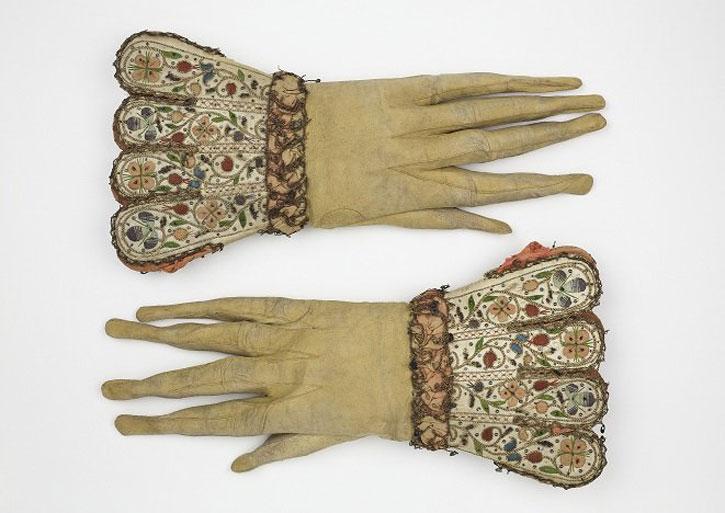 Seventeenth-century men's gloves