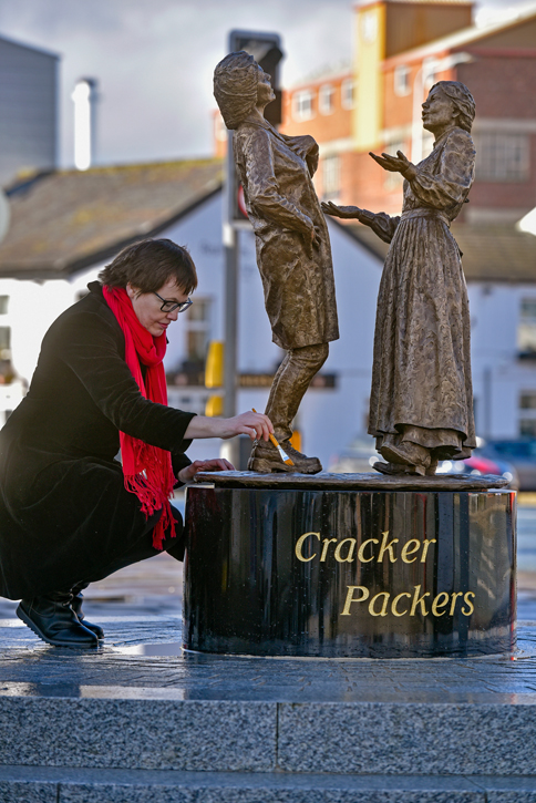 Preparing the 'Cracker Packers' statue for its unveiling
