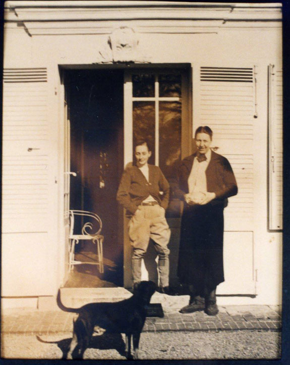 Marlow Moss and Netty Nijhoff, outside their home in Gauciel