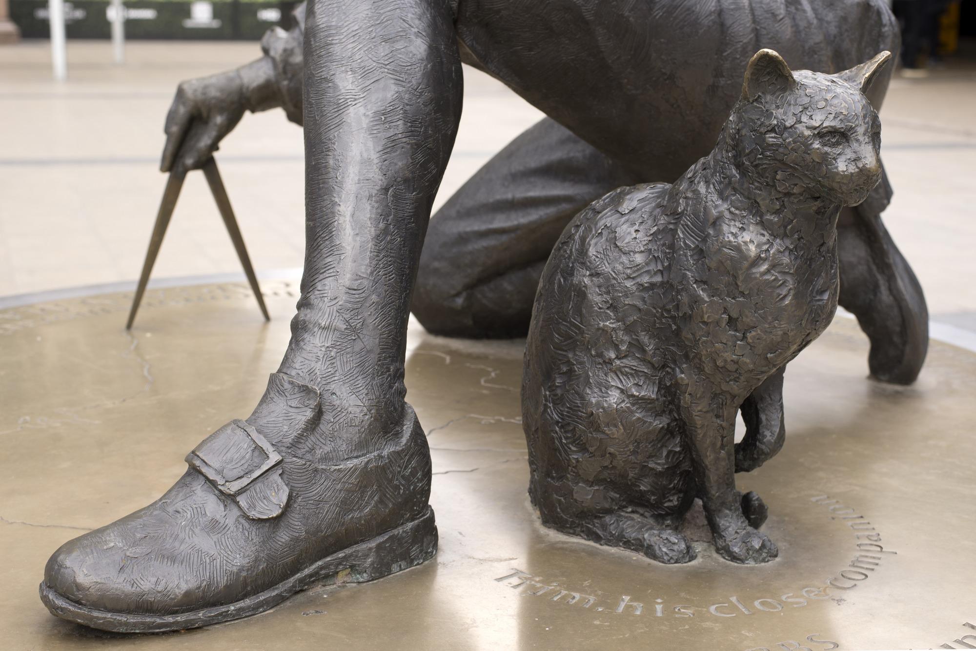 The Matthew Flinders Memorial Statue