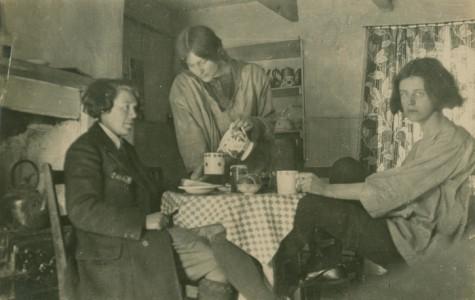 Vera 'Jack' Holme (left) and Dorothy Johnstone (standing)