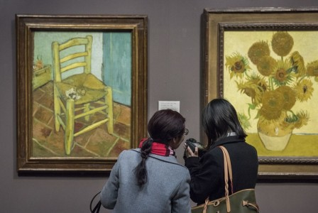 Viewing Van Gogh's 'Sunflowers' in The National Gallery