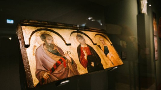 c.1320, tempera and gilding on panel by Pietro Lorenzetti (c.1280/1290–c.1348), on display at Ferens Art Gallery, Hull
