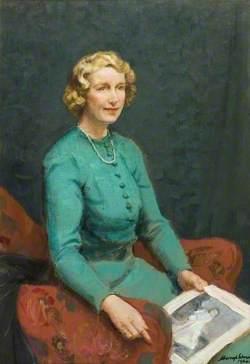 Lulu Edith von Herkomer (d.1989), Seated