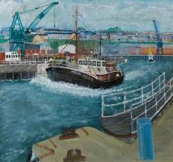 'Kinellen' Leaving Dock