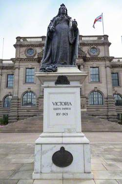 Monument to Queen Victoria (1819–1901)
