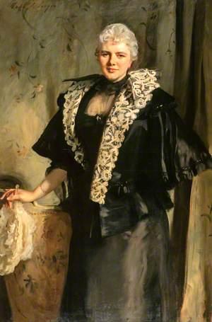 Constance Wynne-Roberts (d.1932), Mrs Ernest Hills of Redleaf