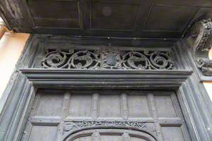Pieced Fanlight above Entrance to Strangers' Hall and Framing Bracket with Lion and Unicorn