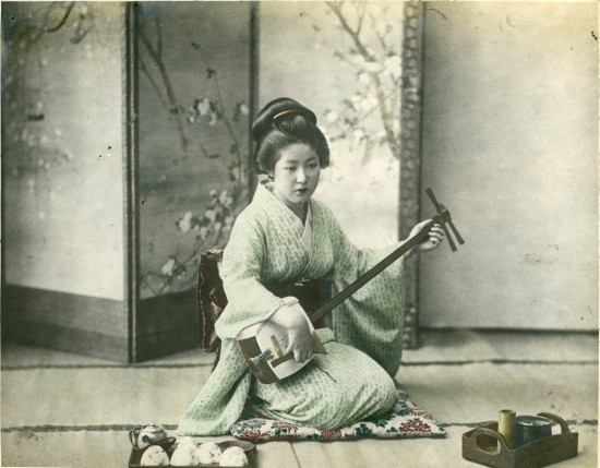 Cat_2_Japanese_Woman_Playing_a_Shamisen_jpg