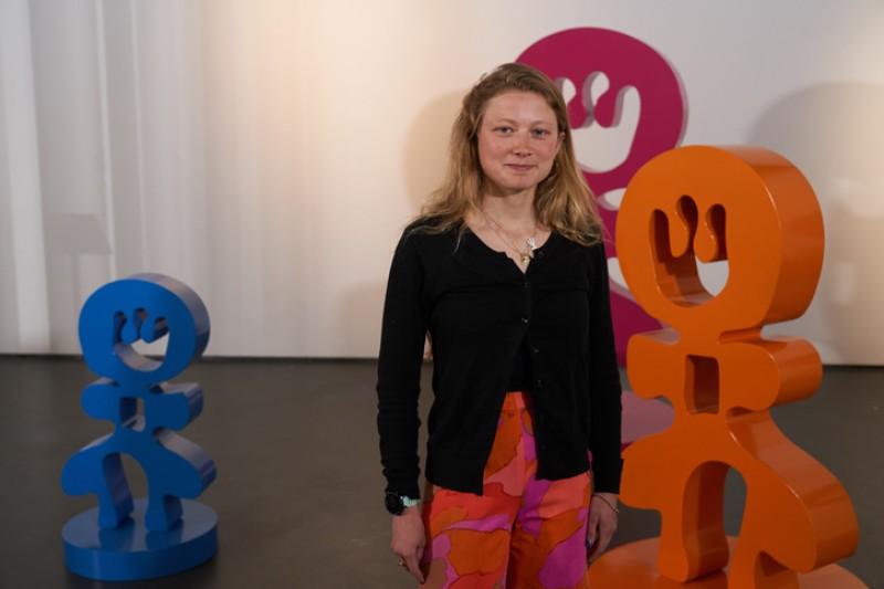Alice Irwin and her sculpture 'Peeps'