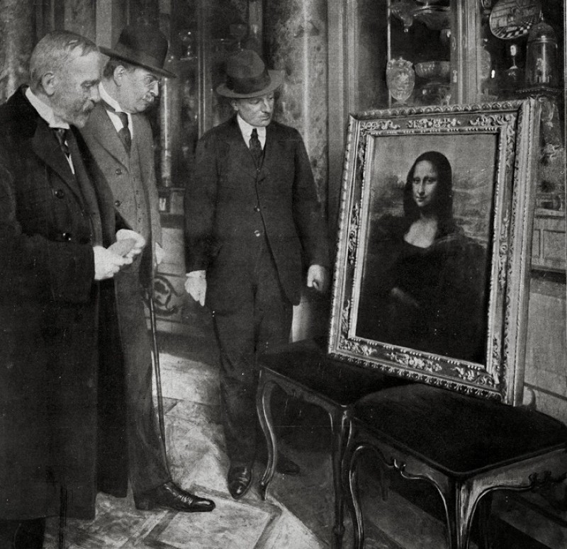 The Mona Lisa on display in the Uffizi Gallery, Florence, 1913