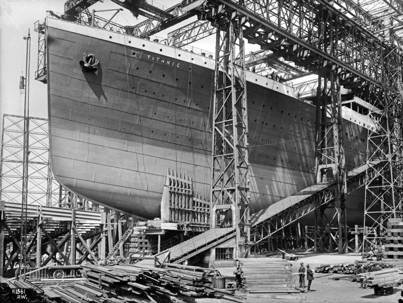 Port bow view on slip prior to launch
